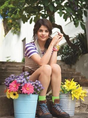 http://www.shineon-media.com/gallery/albums/Females/Selena%20Gomez/Photoshoots/Teen%20Vogue/normal_ppsl-02-selena0905.jpg