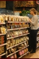 jenniferlawrence-shopping-004