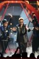 justinbieber-billboardperf-003