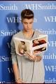 justinbieber-booksigning-002