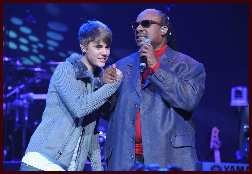 Justin Bieber Joins Drake on Stage at Stevie Wonder\'s House Full of ...