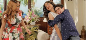 "Sneak Peek: Maia Mitchell & Joey Bragg Check Into ""Jessie's Aloha Holidays"" Special"