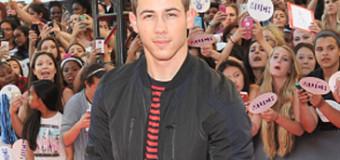 "Nick Jonas Talks Single Life & ""Scream Queens"""